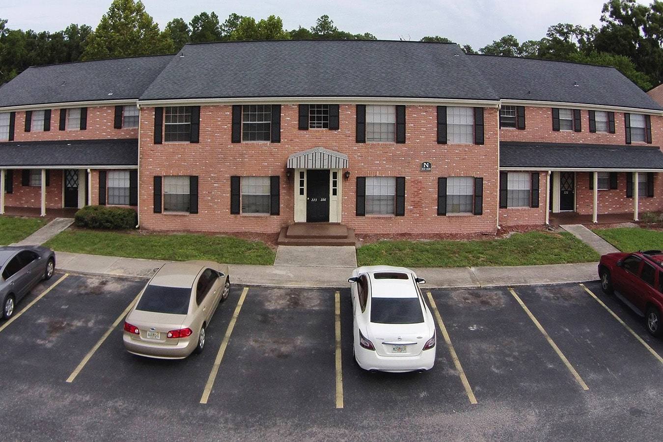 Colonial Forest Apartment Homes Before